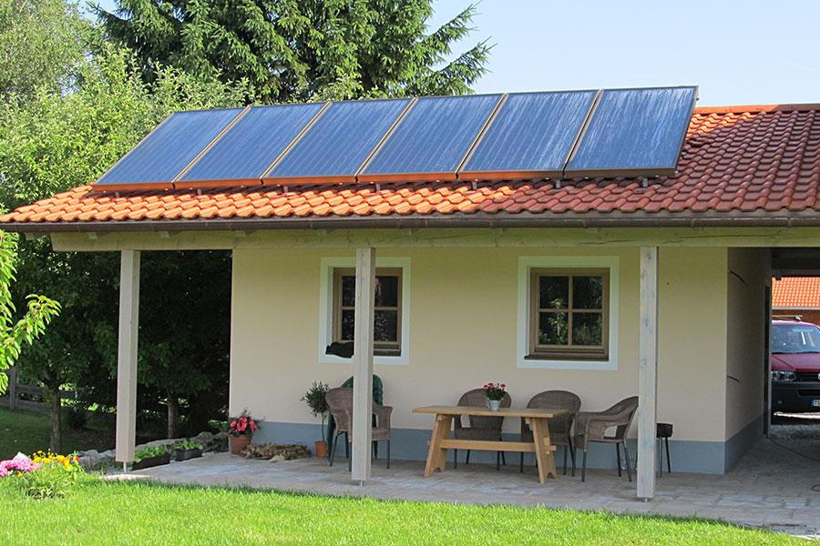 Installation Solaranlage für Warmwasser und Heizungsunterstützung in Grabenstätt