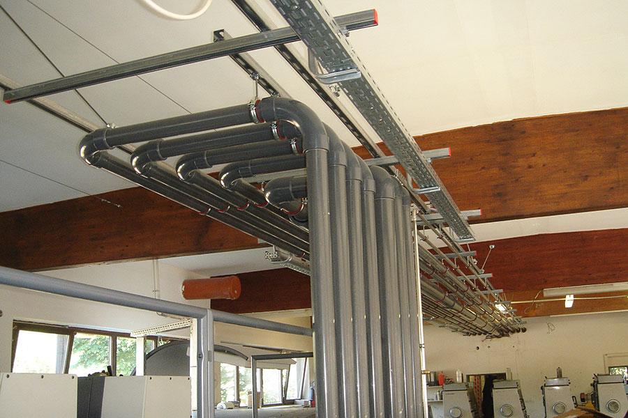 Ausführung der Installationsarbeiten einer Druckerei