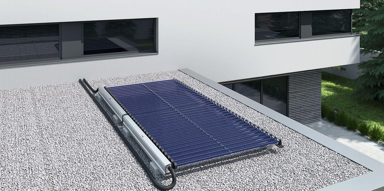 Solarthermie Anlage mit Röhrenkollektor (Heatpipes) von Viessmann auf Dach von Bungalow