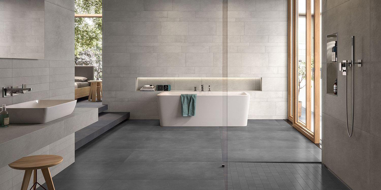 Großes Bad mit Dusche und Wanne, Fliesen und Objekte von Villeroy & Boch